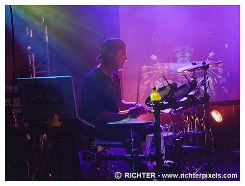 Photos du dernier concert parisien de TRISOMIE 21 RICHTER-WaitingForWords2009-06
